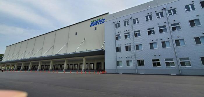 ランテック関西支店、左が倉庫棟、右が事務棟