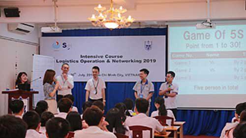 ベトナム・ホーチミン交通大学での講義