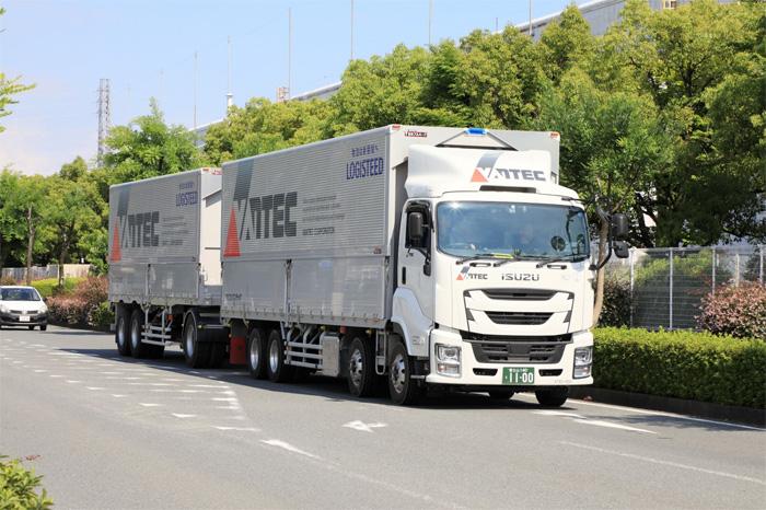 ダブル連結トラック