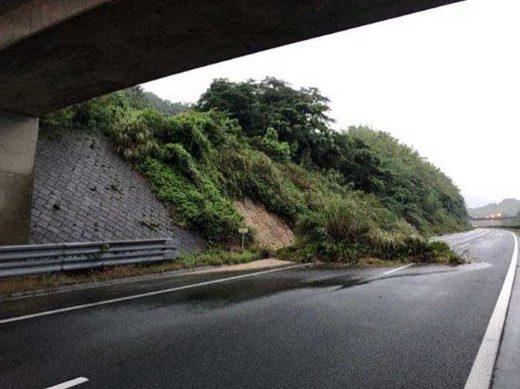 20190828kyusyu1 520x389 - 九州北部大雨災害/高速道路通行止めなど物流に影響