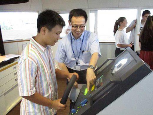 20190902nyk2 520x390 - 日本郵船/グループ会社を国際交流の少年少女が訪問
