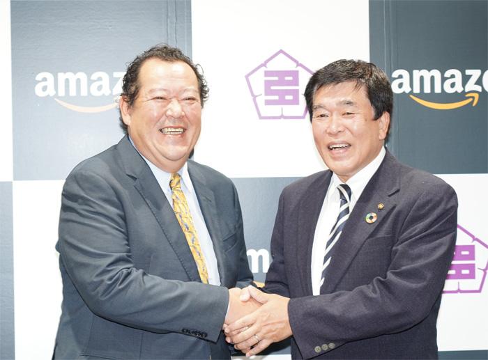 左がアマゾンのジェフ ハヤシダ社長、右が多治見市の古川雅典市長