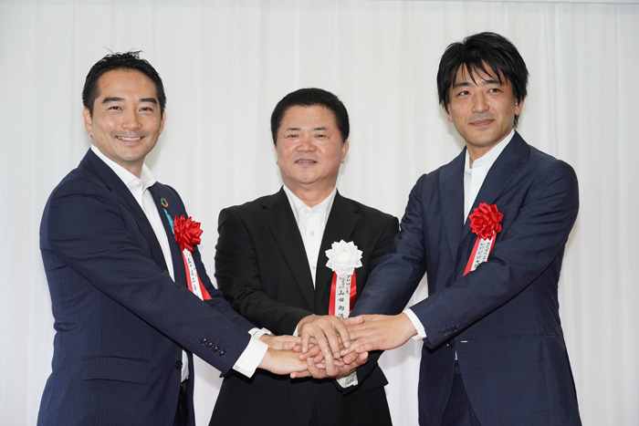 左からつくば市の五十嵐市長、プロロジスの山田社長、ZOZOの大蔵執行役員