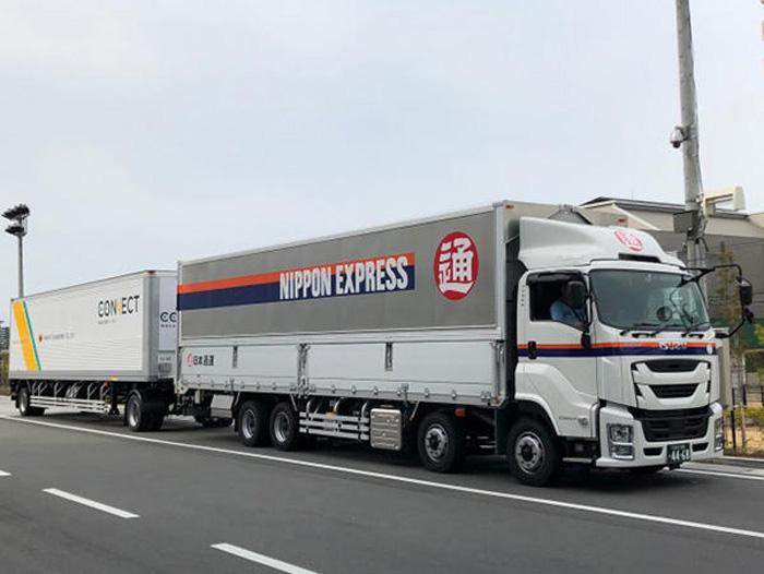 今年3月28日の日通トラクターとヤマト運輸トレーラーの連結