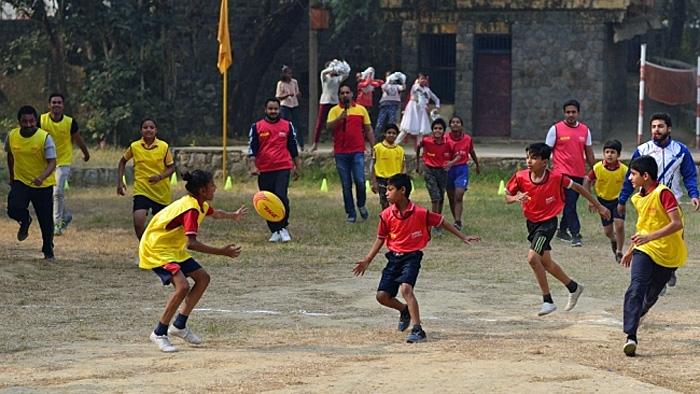 DHLは、試合用具を提供するなど、 世界各地で草ラグビーチームの活動とラグビーの発展をサポートしている
