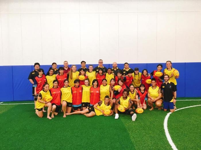 プログラムを通して交流を深めた、南アフリカと日本(郡上市)の女子ラグビーチーム、コーチ、およびDHLアンバサダーら