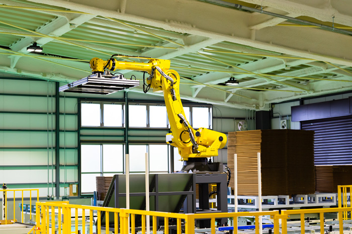 大型ロボットアーム(FANUC Robot R-2000)