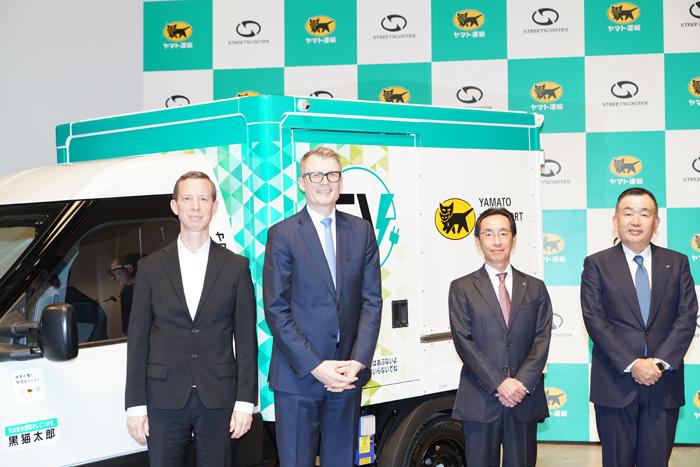 左からドイチェポストDHLのトーマス・オグリビー取締役、ストリートスクーターのゾマーCEO、ヤマト運輸栗栖社長、ヤマトHDの長尾社長