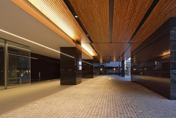 佐川林業の天然木を使用したアプローチ空間(1階)