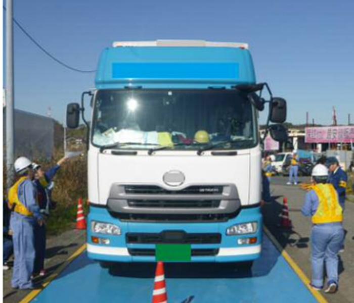 千葉国道事務所八千代車両取締基地 違反車両への指導風景