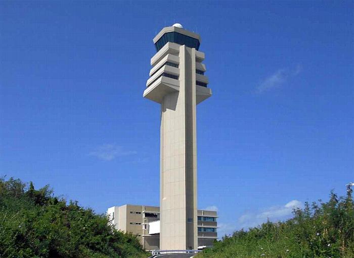 高さ地上88m(8階建)の新管制塔