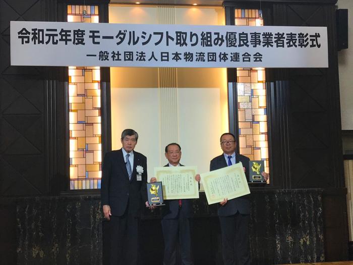 写真右から、東京納品代行 伊藤 裕之社長、アクロストランスポート 大迫 友行社長、渡邉 健二会長