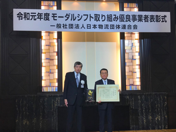 写真右から、センコー 福田 泰久社長、日本物流団体連合会の渡邉 健二会長
