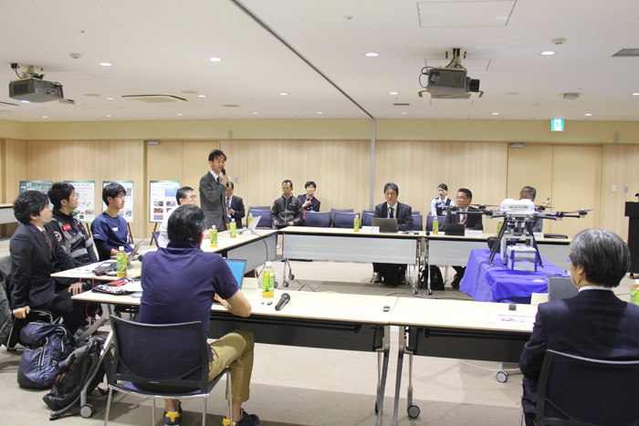 記者発表前の関係機関による合同会議の様子
