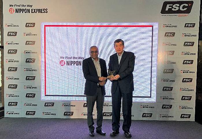 左: Future Group Founder & CEO Kishore Biyani ,右:日本通運 渡邉会長