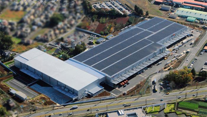 物流センター外観左側の白い屋根の部分が増築棟