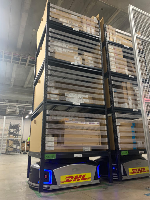 20191218dhl1 520x693 - DHLサプライチェーン/巨大倉庫にインテリジェントロボット導入