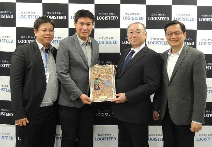 中央左:Vathit Chokwatana タイ工業連盟副会長 中央右:日立物流佐藤専務