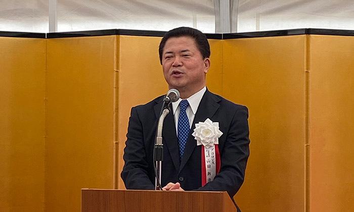 起工式であいさつするプロロジスの山田御酒社長
