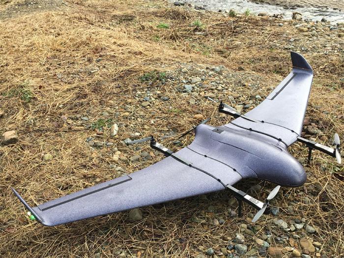 着陸時の小型固定翼ドローン