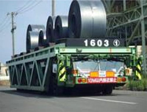 重量物運搬車の搬送の様子