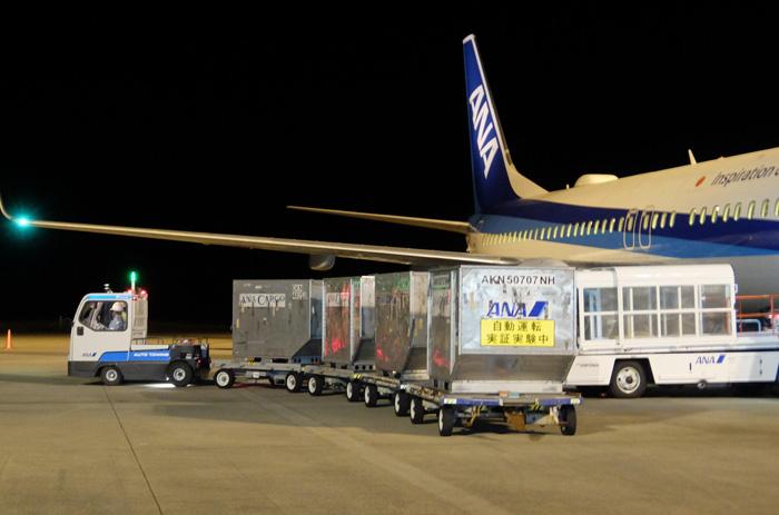 昨年10月、九州佐賀国際空港でのトーイングトラクター自動走行実証実験の様子