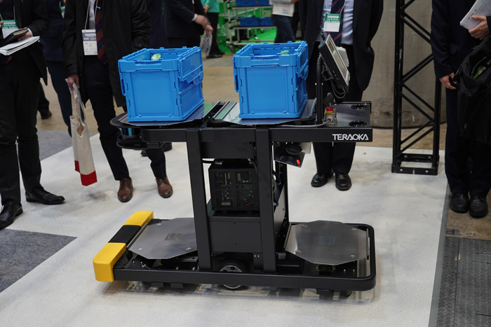 寺岡精工の自立走行式ピッキングカート