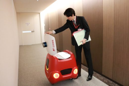 20200303yubin2 520x346 - 日本郵便/東京・大手町の本社でロボットが社内便配送