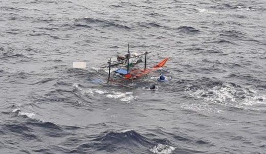 20200617nyk 520x301 - 日本郵船/マニラ湾沖で転覆漁船を救助