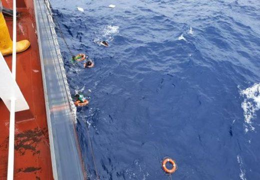 20200617nyk1 520x361 - 日本郵船/マニラ湾沖で転覆漁船を救助