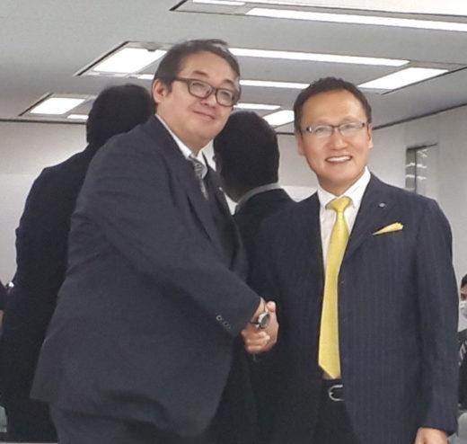 左が三友通商の寺﨑 秀嗣代表、右がプレコフーズの髙波幸夫社長