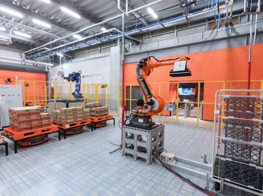 20200803mujin1 520x387 - MUJIN/物流関係者200人超来場、ロボットセンター内覧会