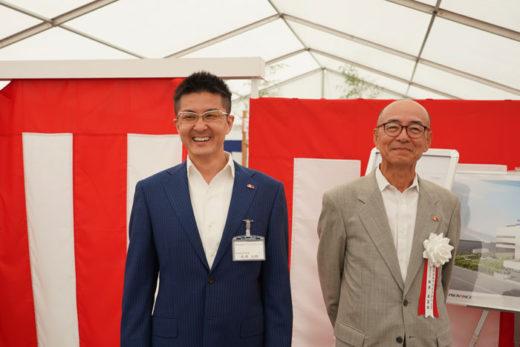 新井嘉喜雄社長(右)と新井太郎専務(左)