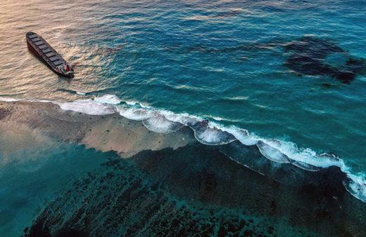 モーリシャス沖で座礁し燃料油が流出
