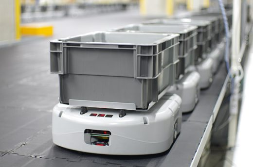 20200825ryutsu 520x344 - オルビス、流通サービス/埼玉県の物流拠点にAGV330台導入