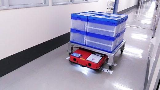 折り畳みコンテナを載せたパレット台車を搬送するCarriRo AD+
