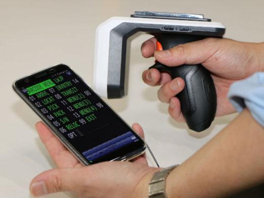 ハンディ―スキャナーとスマートフォン型端末