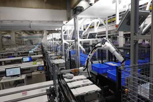 世界最高水準の自動化技術を採用(バラピッキングボット)