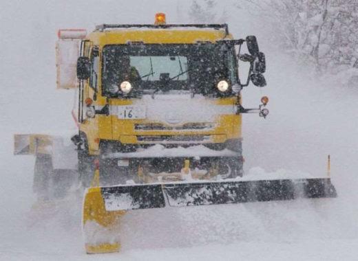 高速道路での除雪の様子