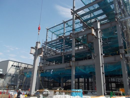 建設中の倉庫