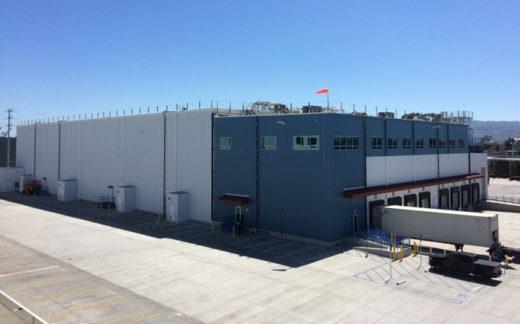 KES 新倉庫の外観