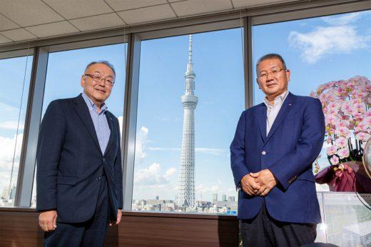 東芝ロジスティクスの佐藤 広明社長とSBSグループの鎌田 正彦代表
