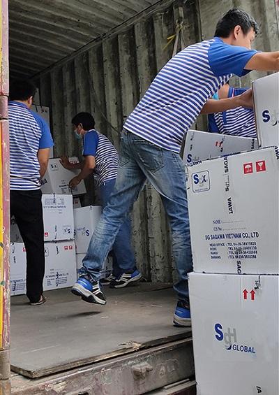 20201208sg - SG佐川ベトナム/豪雨災害被災地に支援物資を無償輸送