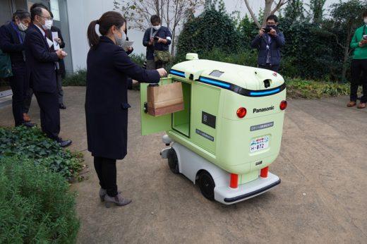 20201209panasonic4 520x346 - パナソニック/日本初、住宅街での配送ロボット公道走行実験公開