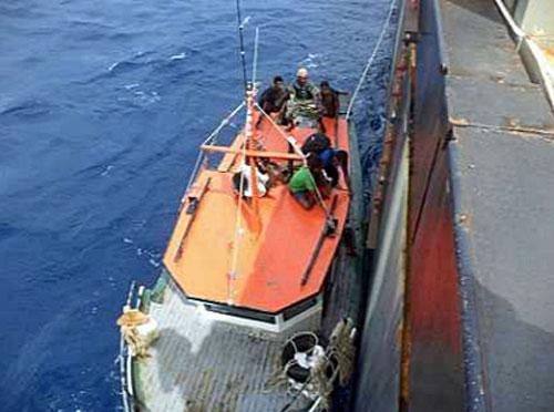 20210203inui1 - 乾汽船/運航中のばら積船がソロモン海で13名の人命を救助