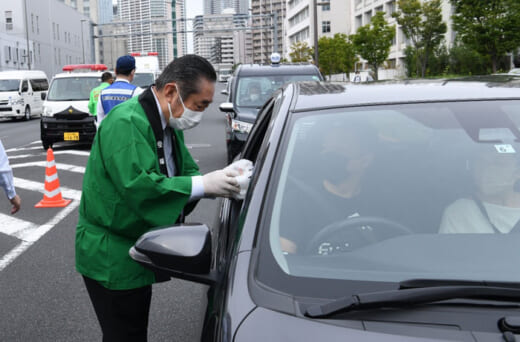 20210914fukutsu2 520x342 - 福山通運/「梨」を配布し「交通事故なしキャンペーン」開催