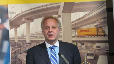 20111202dhl1 - DHL/国際複合輸送と三国間輸送に注力