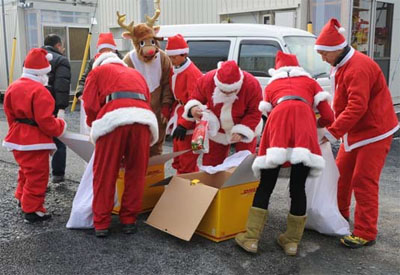 20111226dhl - DHL/クリスマスに被災地へ笑顔とプレゼントを届ける