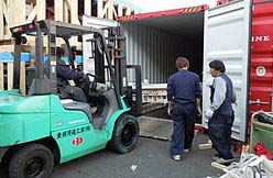 20120112hankyuh2 - 阪急阪神エクスプレス/バングラデシュへ寄贈ベッドを輸送
